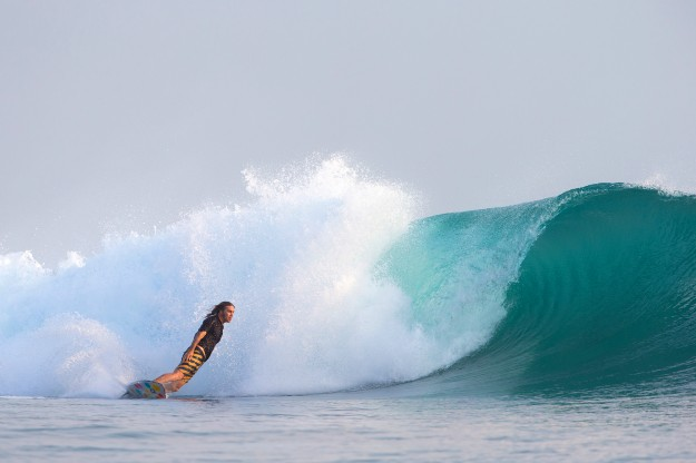 Surf Big Waves and heavy Barrels in Hawaii2