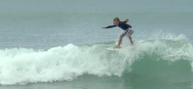 Surf  Enoha LE PIERES, 8 years old 2