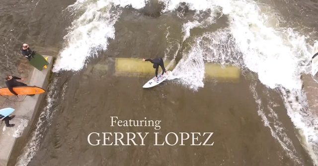 Gerry López surfeando en el río Bend Oregon