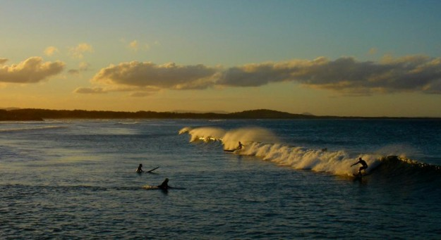 GV_Noosa_-_Mainbeach_sunset_surf