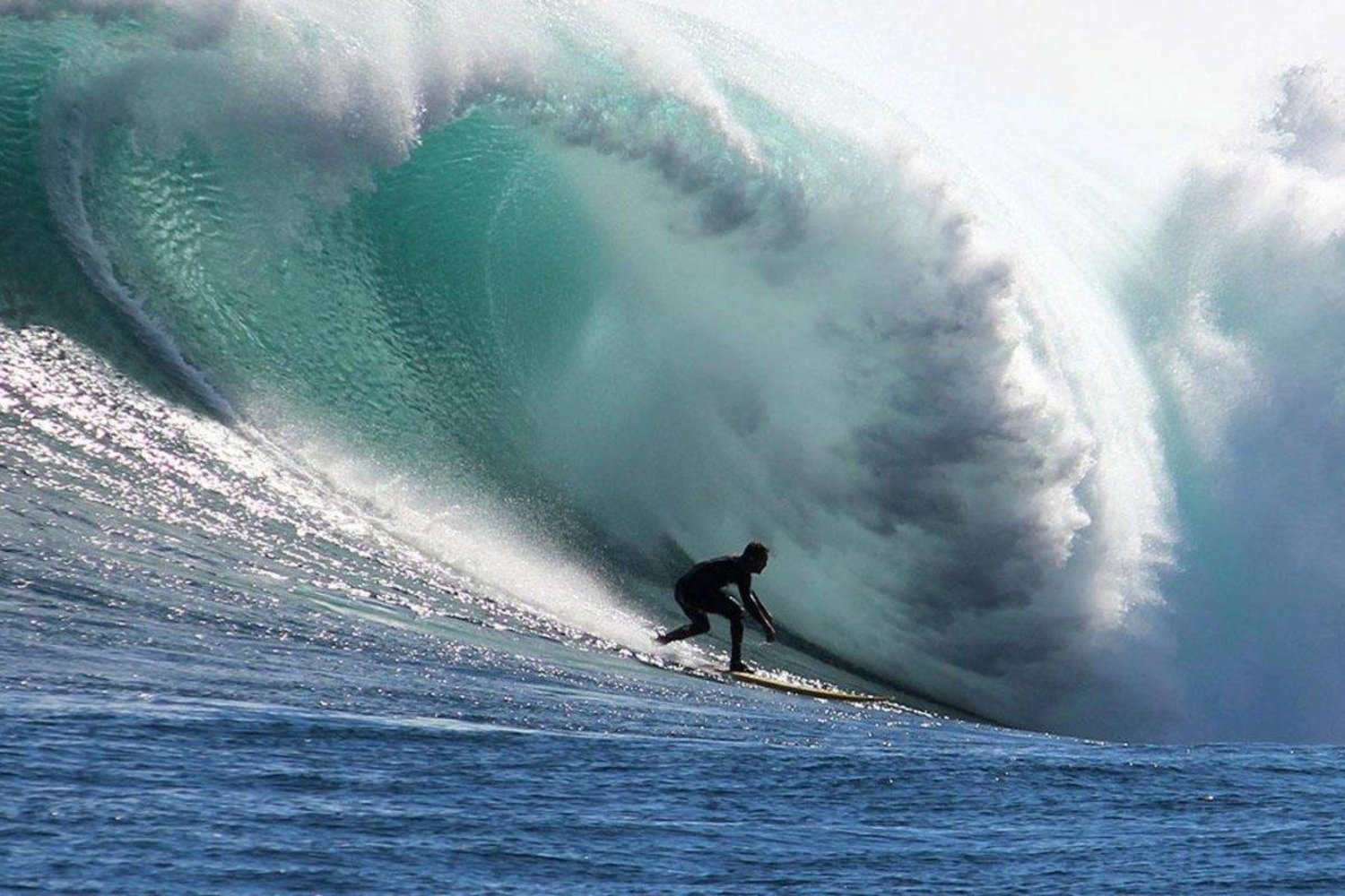 frank-solomon-en-una-big-wave-en-sudafrica-fuente-red-bull-tv