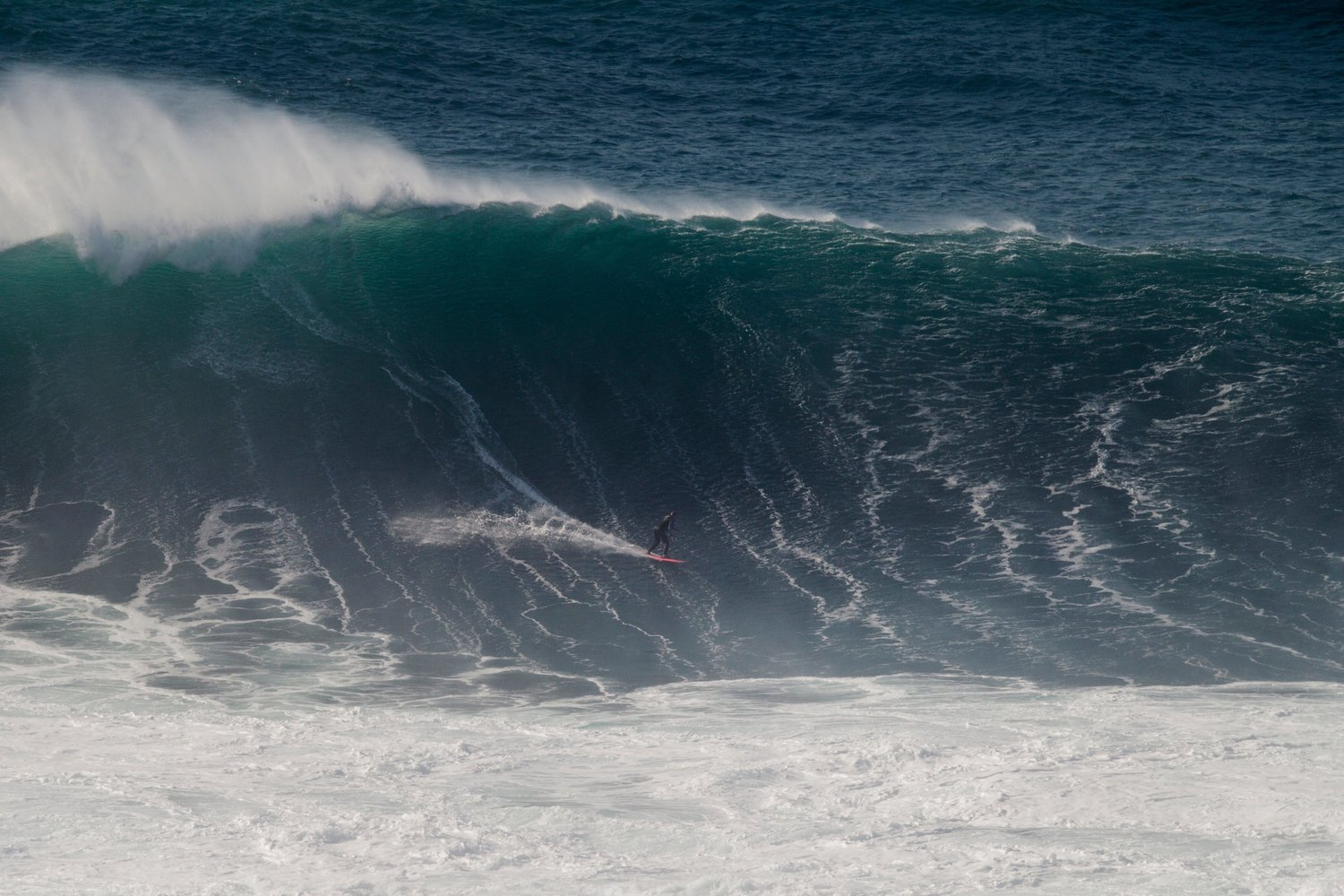 maya-gabeira-returns-to-nazaré-bottom-turn